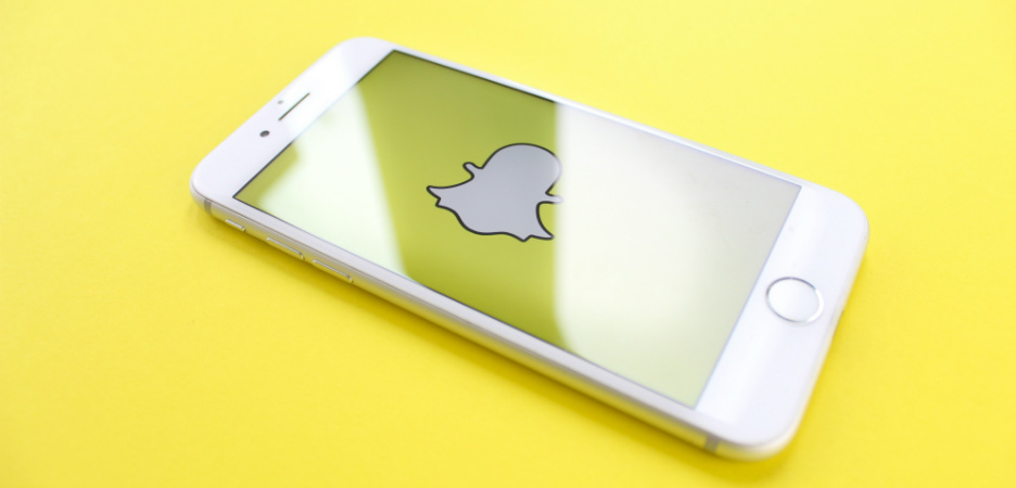 Bilde av smarttelefon med snapchat-logo